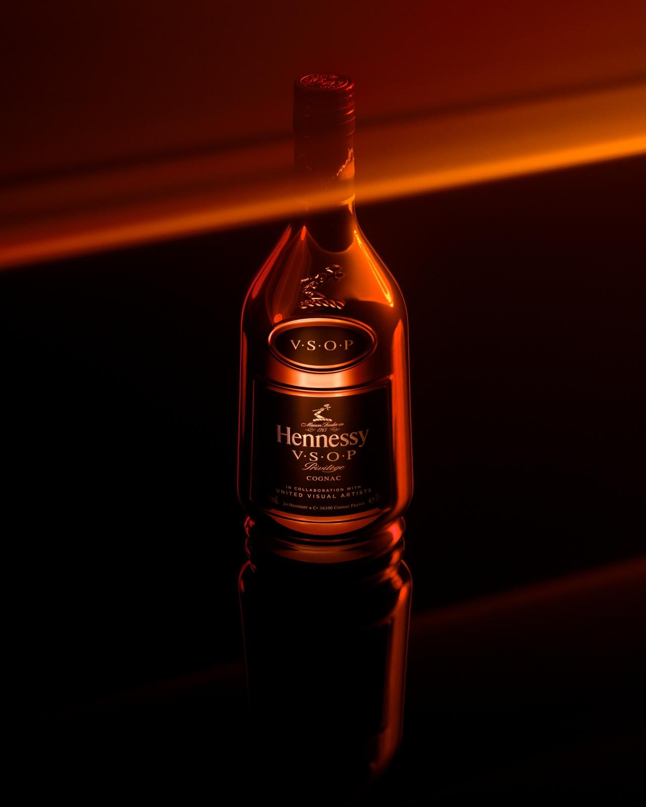 Hennessy x United Visual Artists – Baker & Evans