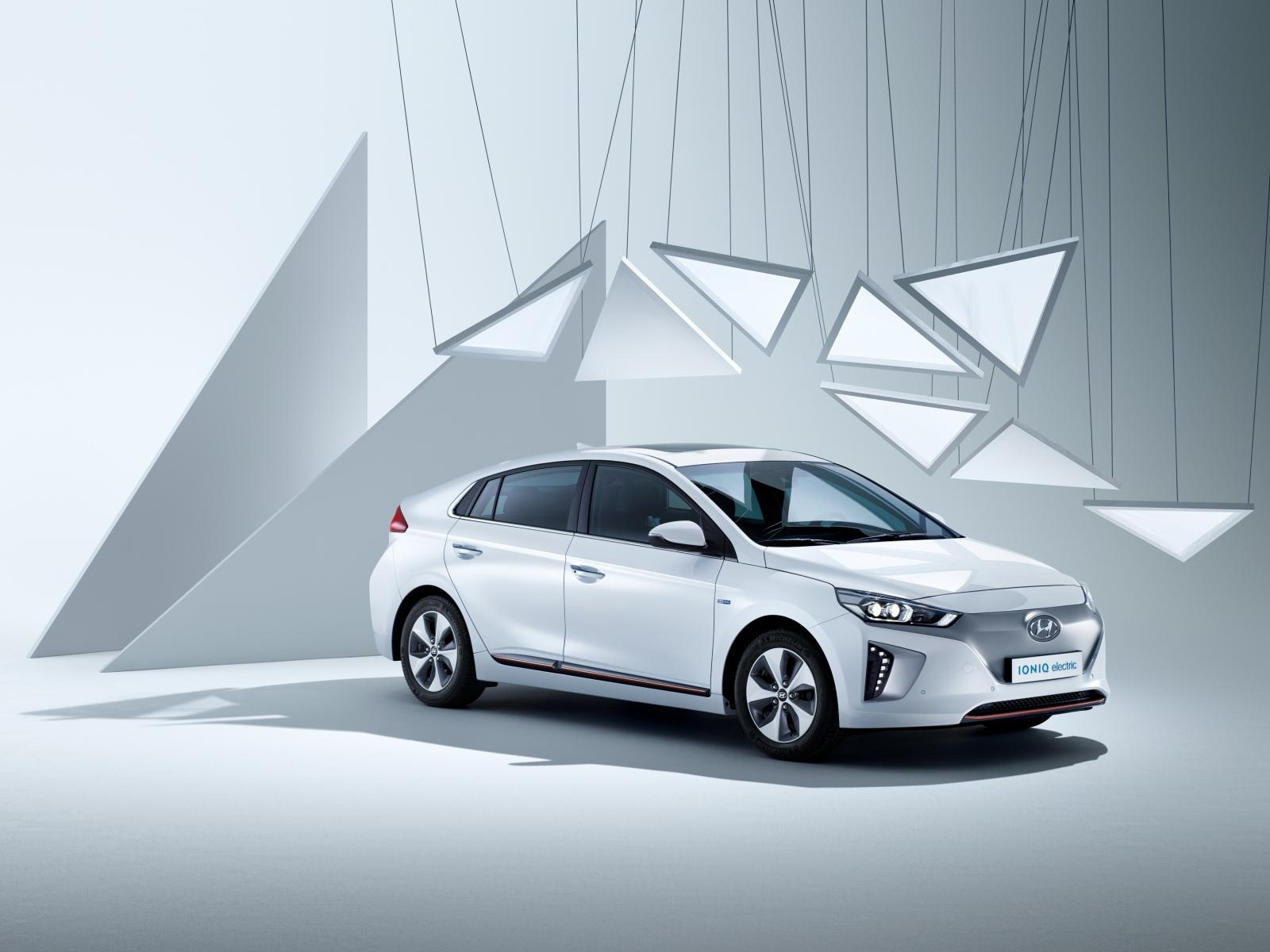 Hyundai – Sam Hofman